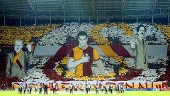 """Така изглеждаха трибуните на """"Тюрк Телеком Арена"""" в Истанбул преди Галатасарай - Борусия (Дортмунд) от груповата фаза на Шампионската лига. Ултра Аслан - хардкор агитката на Галатасарай, се слави със своите хореографии."""