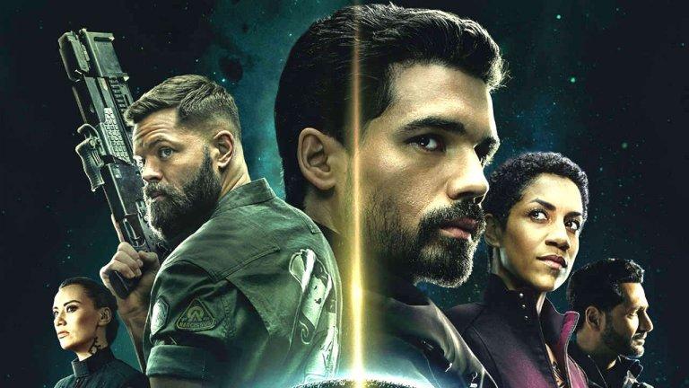 """The Expanse - сезон 5 (Amazon Prime) - 16 декември Един от най-добрите фантастични сериали през последните години, The Expanse се завръща за нова порция от сагата за космическия сблъсък между Земята, Марс и жителите на района на Пояса на Юпитер, в центъра на която отново попада екипажа на космическия кораб """"Росинант"""". Още 10 епизода на междупланетна политика, интриги, шпионаж и тайни планове на фона на необясними космически явления, които всъщност спокойно могат да заличат целия живот в Слънчевата система. Ако сте гледали предишните 4 сезона, знаете за какво говорим и ще гледате със сигурност."""