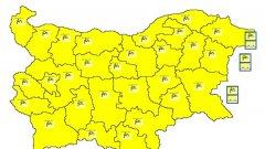 Жълт код за силен вятър в цялата страна, снегонавявания затвориха пътища