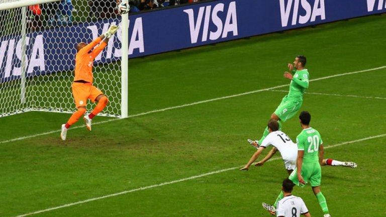 Чудесата на Раис срещу Германия, Епизод I - уникално спасяване след удар с глава на Томас Мюлер.