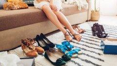 Да, заедно с късите ръкави и късите поли и панталони идва и страстта към по-изрязаните обувки, които да допълнят летния ни аутфит.  Какво обаче ще е модерно това лято? Можете да видите в нашата галерия:
