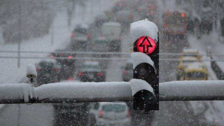 Минусови температури, вятър и сняг ще сковат полуострова.
