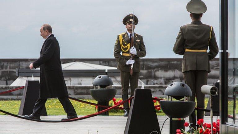 Владимир Путин пристига за церемонията за 100-годишнината от арменския геноцид