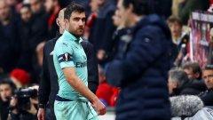 Сократис беше изгонен още в края на първото полувреме и оттам всичко много бързо се срина за Арсенал