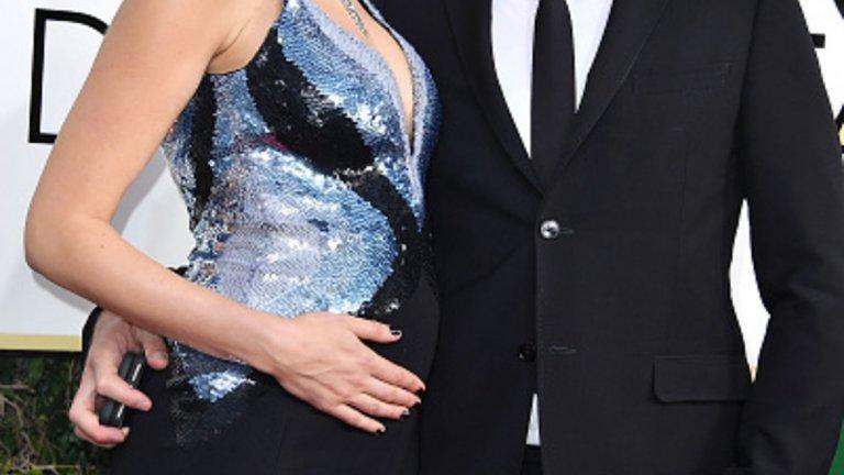 """Гал Гадот   Гал Гадот е любимата супергероиня на всички. Когато снима """"Жената чудо"""", всъщност Гадот е бременна и ражда малко след като филмът е изцяло завършен. Бащата е съпругът й Ярон Весано, с когото са женени от 2008-а. Той е собственик на хотел Versano Hotel, преди да го продаде на Роман Абрамович.  Версано е 10 години по-възрастен от актрисата. На втората им среща казва, че след две години ще й предложи брак и... точно след две години й предлага. Не е Супермен, но определено си държи на думата..."""