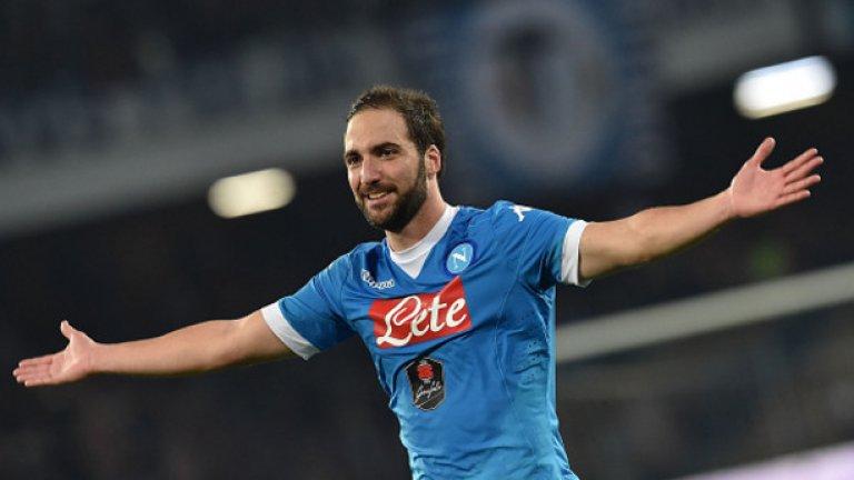 10. Гонсало Игуаин (50 гола в 96 мача)  Сега е в Ювентус, но достигна до 50 гола в Италия с екипа на Наполи. Записа постижението през 2015-а, когато се беше превърнал в един от най-смъртоносните нападатели в цяла Европа. През сезон 2015/16 той отбеляза 36 попадения и стана голмайстор на Серия А.