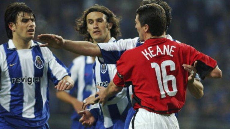 """Сезон 2003/04, осминафинали Порто – Манчестър Юнайтед 2:1 Манчестър Юнайтед – Порто 1:1 (общ: 2:3) Изгонването на Рой Кийн помогна на Порто в първия мач. Страхотният удар на Пол Скоулс обаче калсираше Юнайтед на четвъртфиналите, благодарение на гола на чужд терен. Само за да дойде изстрела на Бени Макарти от пряк свободен удар, Хауърд успя да спаси, но Кощиня стигна първи до топката и класира Порто. """"Когато Кощиня вкара, полудях. Жозе Моуриньо полудя, всички полудяха"""", спомня си капитанът Жорже Коща. Спослествие, Порто вдигна и трофея и така се роди звездата на Специалния."""