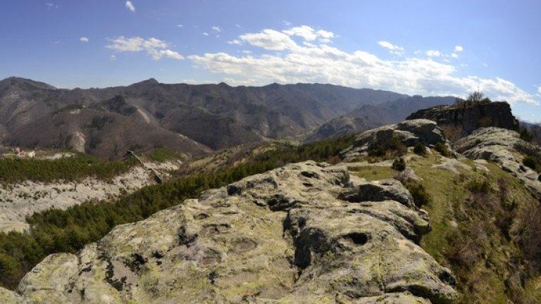 Изградено върху високо скално плато, тракийското светилище Белинташ обединява мистиката на древността и красотата на Родопите.