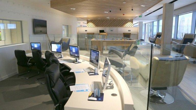 Администрацията и целият интериор на сградите е ултрамодерен.