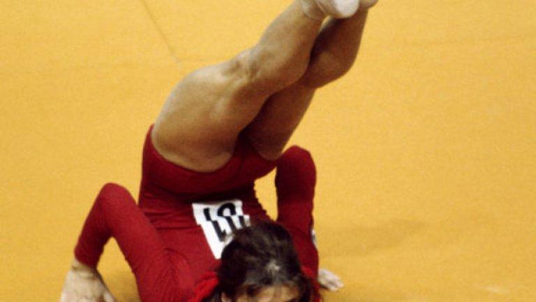 18. Монреал 1976: Какъв е този резултат? 1976 година е случаят, в който румънската гимнастичка Надя Команечи прави всичко перфектно и получава безпрецедентна пълна 10-ка. Объркването става голямо, когато на светлинното табло се изписва резултат от 1,00, тъй като 9,99 е бил максималният резултат, който таблото е могло да покаже.