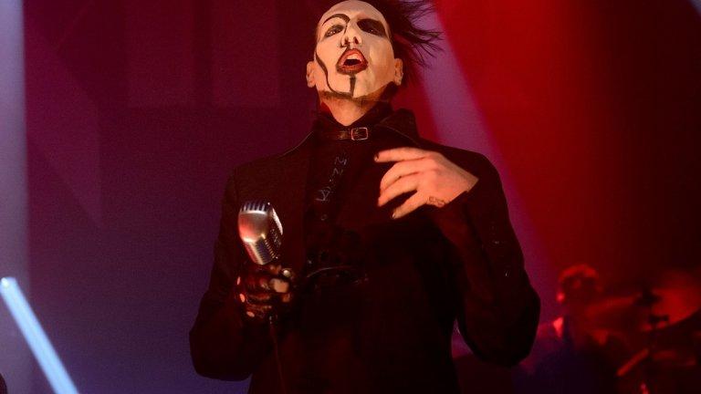 Marilyn Manson - Para-Noir  И с Менсън не беше лесно, но решихме да заложим на нещо не чак толкова популярно. Ако преди това сте се скарали с любимия/любимата, това е интересен саундтрак за сдобряването ви.