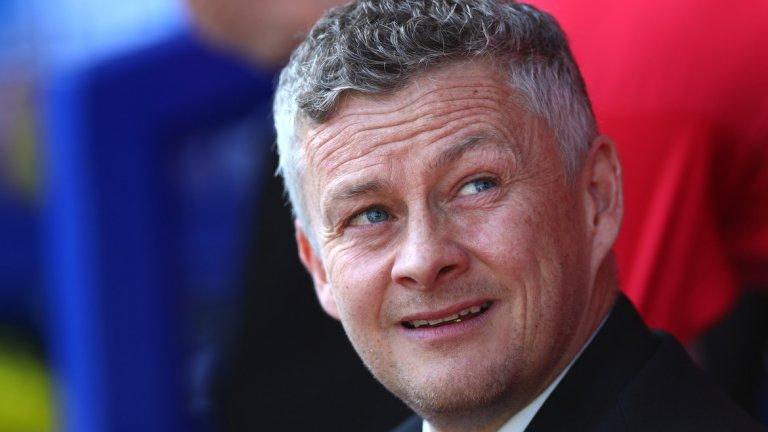 Оле се извинява, Невил се разгневява  На 21 април Евертън разгроми Манчестър Юнайтед с 4:0 и окончателно разкри, че назначението на Оле Гунар Солскяер няма да реши проблемите. Колкото и мощно да тръгна мениджърът и каквито и усмивки да докара на лицата на футболистите след периода при нацупения Моуриньо, всичко рухна с подписването на постоянния му договор. Наложи се Солскяер да се извинява от името на играчите след загубата от Евертън, което разгневи легендата и сега ТВ анализатор Гари Невил. Бившият защитник призна, че е бесен и се хвърли в гневна тирада срещу играчите. Тази вълна негативни емоции около Юнайтед много точно представя настроението след още един сезон без трофей и без нужната реконструкция в клуба. А Солскяер има титанична задача пред себе си.