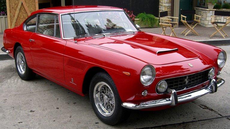 Ferrari 250 GTЗа времето си това Ferrari е било сензанция, която и до ден-днешен носи приятен ретро полъх. То се прочува и по още една линия – една от бройките е продадена на аукцион за впечатляващите 60 млн. долара, което го прави най-скъпо продадената винтидж кола в историята.