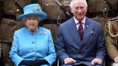 Кралицата отдава все повече задължения си на сина си и на внука си