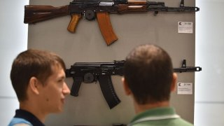 Калашников признава, че Шмайзер му помага за АК-47