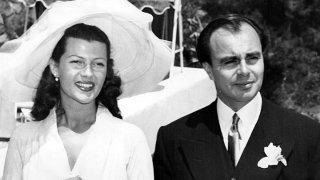 Великите любовни истории: Рита Хейъурт - холивудската богиня, която мъжете караха да страда