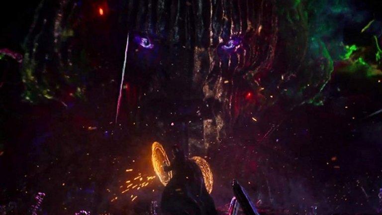 """Идеята зад продължението на """"Доктор Стрейндж"""" (на снимката кадър от финала на първия филм) е да ни покаже алтернативни реалности - части от мултивселената, които дават възможности за какво ли не - от появата на героите от X-Men, до чудовищни създания, достойни за хорър филм. Marvel обаче очевидно не желаят такъв."""