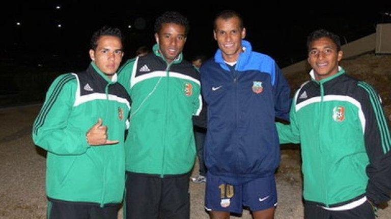 Ривалдо със сънародниците си Уелингтон, Сандриньо и Дока след контролата Литекс - Буньодкор (0:0) през зимата на 2009. По това време магьосникът се подвизаваше по терените в Узбекистан.