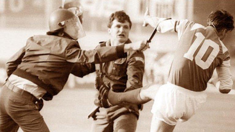 Звонимир Бобан си извоюва статут на национален герой, изритвайки с всичка сила югославски полицай на мача Динамо (Загреб) - Цървена звезда през 1990 г., дал на практика началото на войната за отделяне на Хърватия от федерацията