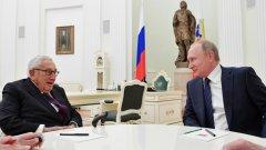 Двамата обсъдиха отношенията между САЩ и Русия