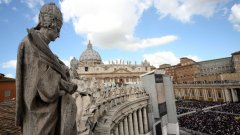 Папа Франциск опитва да изчисти църквата, затова делото срещу Весоловски ще се гледа с особен интерес