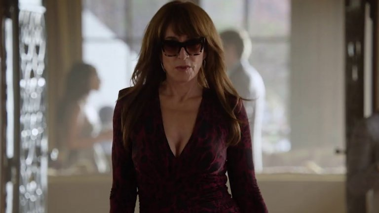 """Rebel (ABC) - 8 април Вдъхновен от """"Ерин Брокович"""" този сериал ни среща с Ани Бело, известна на всички, включително и на бившите си съпрузи, просто като Ребъл - бунтовничката. Тя е нещо като адвокат (просто няма диплома, с която да практикува право), лобист за каузите на онези, които са в нужда, и ходещ куп от проблеми. За сметка на това тя вярва в битките, които поема, и е готова да победи на всяка цена, дори това да означава мръсни трикове. Кейти Сегал изглежда се вписва идеално в ролята, а сериалът обещава да подходи към темата с доста чувство за хумор."""
