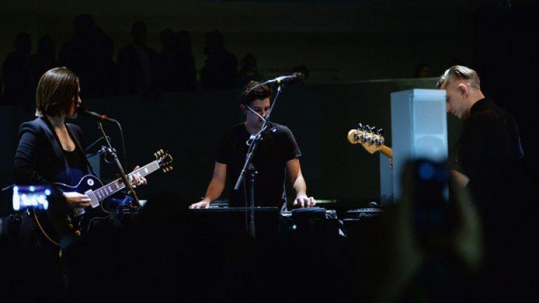 The xx казват, че третият им албум е отражение на зрелостта, която са постигнали. Задагъчно казано, каквито са и те самите