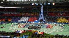 Краят на церемонията - флаговете на всички 24 държави на Евро 2016, а пред тях - Айфеловата кула
