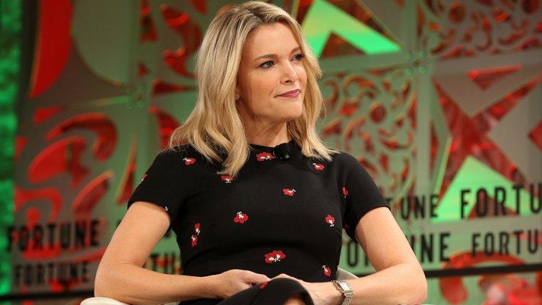 Мегън Кели През 2017 г. телевизионна водеща напусна консервативната Fox News, за да води свое собствено шоу в NBC. Въпреки това шоуто й не се превърна в особен хит, а някои нейни коментари накараха гостите й да се чувстват неудобно. Така например актрисата Дебра Месинг реагира с коментар в социалните мрежи, в който изразява съжаление, че въобще е участвала в шоуто. Друг неин коментар по Хелоуин обаче предизвика още по-голяма вълна от неодобрение. Кели заяви, че старите костюми от времето на сегрегацията, в които бели се маскират като чернокожи, мажейки лицето си с боя, не са расистки, а е нещо, което в детството й е било нормално. Заради тези си думи в крайна сметка Мегън Кели се оказа без работа, а десетки хиляди хора изразиха гнева си спрямо нея онлайн - поредното доказателство, че в американската телевизия е най-добре много внимателно да си мериш думите.