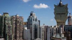 Вляво - соц, по средата - капитализъм, вдясно - традиционализъм. Китайската архитектура е в пълна каша.   Вижте още в галерията