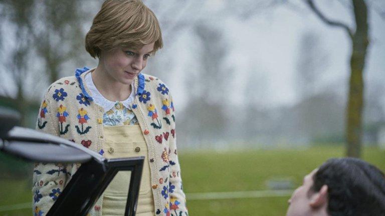 Лъжа - първата среща между Даяна и принц ЧарлзВярно е, че когато се сближава с Даяна, принц Чарлз всъщност се среща с нейната сестра Сара. Не е вярно обаче, че едва тогава се случва първото запознанство на принца с бъдещата му съпруга. Чарлз е близък със семейство Спенсър и със сигурност познава Даяна от много по-малка.