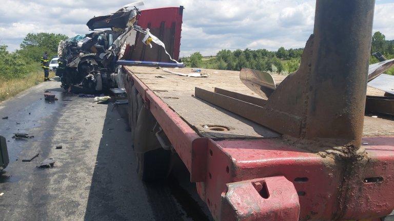 Тежка катастрофа затвори Подбалканския път