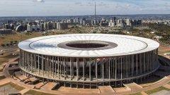 Стадионът в столицата Бразилия е един от най-скъпите в света. Клубовете, които играят на него, са от четвърта лига, и общо събират за един сезон 72-те хиляди зрители, които футуристичната арена трябва да побира за един мач...