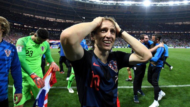 """Лука Модрич (футбол)  След като спечели трета поредна Шампионска лига с Реал Мадрид, капитанът на Хърватия изведе националния си тим до финала на Световното първенство в Русия. Впоследствие той обра всички най-значими индивидуални награди във футбола и стана играч номер 1 за годината на ФИФА, спечели и """"Златната топка"""", с което сложи край на хегемонията на Меси и Роналдо за отличието. Модрич ще остане в историята като футболиста на 2018-а."""