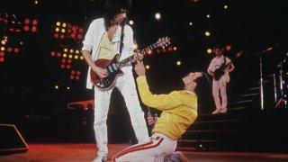 Музикални хроники: Как Браян Мей изработи своята легендарна Red Special, която го скара и помири с баща му