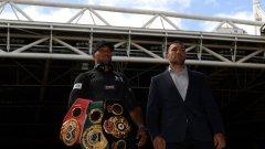 Двамата боксьори най-после подписаха договора.