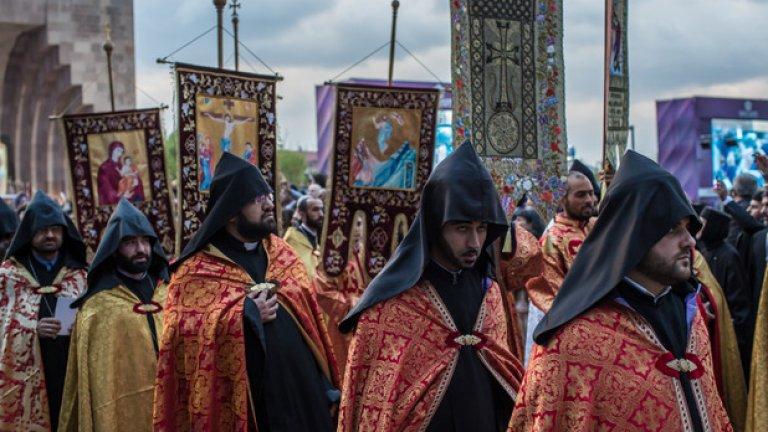 Вагаршапат. Арменската Апостолическа църква канонизира на жертвите на геноцида - 1.5 милиона души
