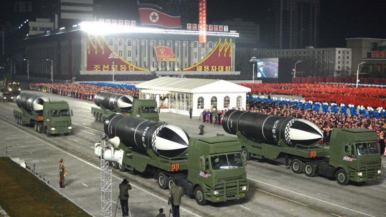 Северна Корея показа нова балистична ракета