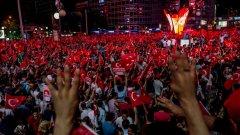 Забранени са публичните събирания и манифестации до края на ноември в Анкара.
