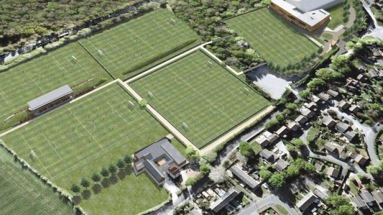 Staplewood, СаутхемптънКомплексът отвори врати през 2014-а и струваше 39 млн. паунда.  Южняците са се с една от най-продуктвивите школи на Острова и базата е съществен приоритет за ръководството на отбора.