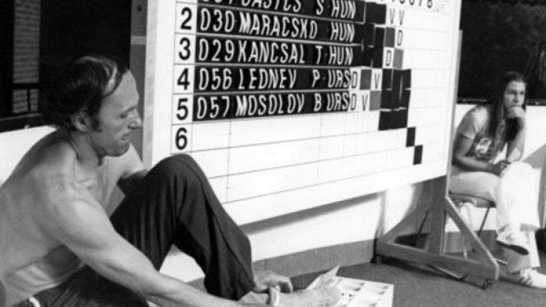 19. Монреал 1976: Борис Лъжеца Въпреки че е трикратен световен шампион в петобоя, това не спира украинеца Борис Онишченко да се опита да мами на Олимпиадата. Борис прави някаква шашма със сензорите по време на състезанието по фехтовка, така че без да има истински контакт със съперника такъв да бъде отчетен. Измамата веднага е заловена, украинецът е дисквалифициран, а в медиите става известен като Борис Лъжеца.