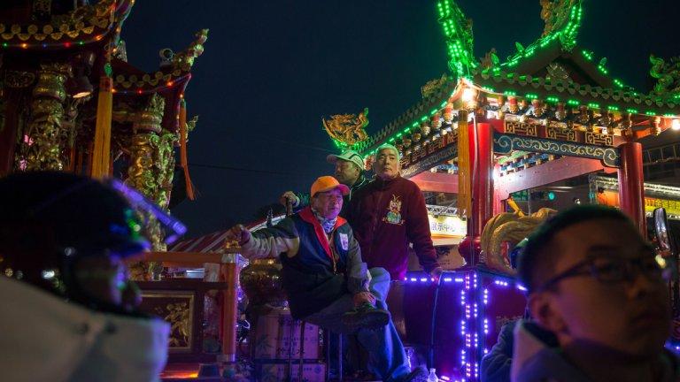 Град Тайнан се намира на югозападния морски бряг на остров Тайван и е четвъртият по големина град на острова. Градът дълго време е бил политически, икономически и културен център на Тайван. В Тайнан са разположени много природни и културни забележителности, а самият град е религиозен център.