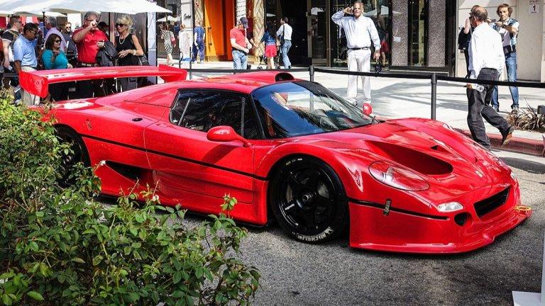 Ferrari F50 GTТази красота се създава до голяма степен като знак на почит към F40 – автомобилът, който до немалка степен задава емблематичния за Ferrari вид и дизайн. F50 обаче освен това ознаменува 50-годишния юбилей на бранда. Изисканият външен вид за пореден път е дело на Pininfarina.
