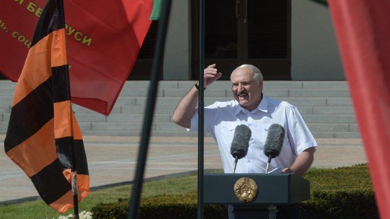 Самият Лукашенко изнесе реч пред събралите се в негова подкрепа хора, в която наблегна на връзката с Русия и подкрепата, която Москва му е обещала.