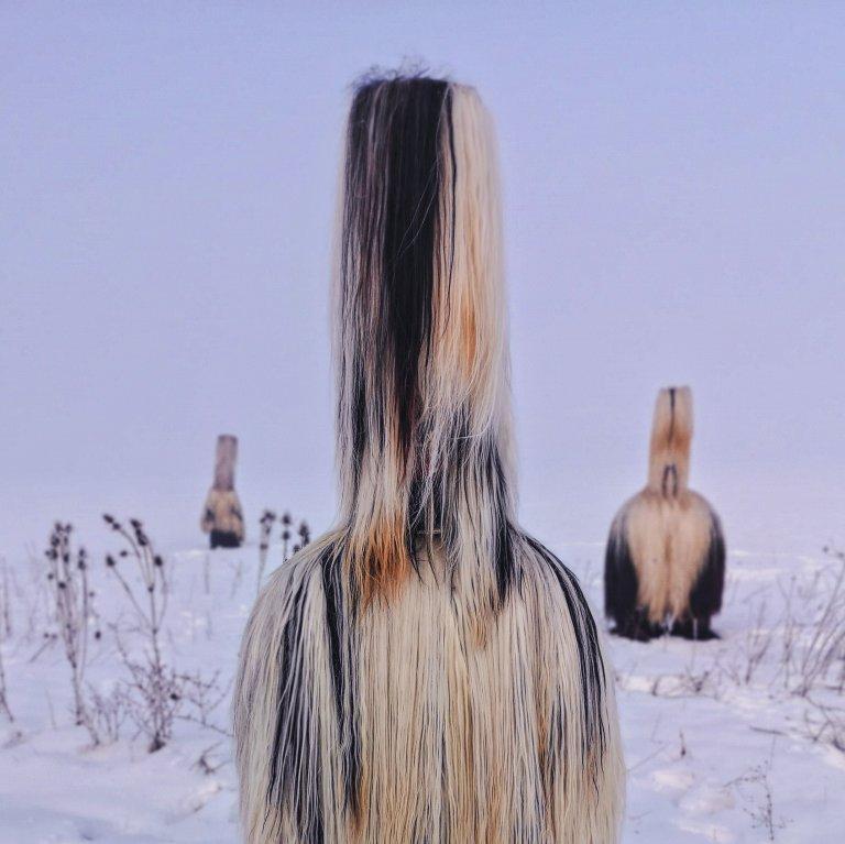Иво снима и проекта си за българските кукери с телефон