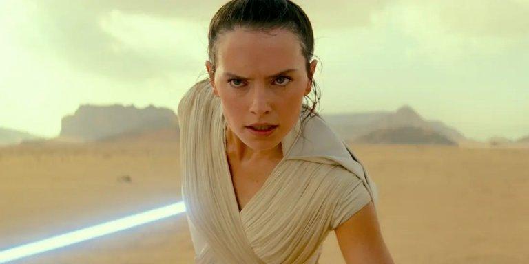 """Планът на Лукас също е бил в продълженията да има млада жена, която да поеме по пътя на джедаите. На снимката: Дейзи Ридли като Рей във филмите на """"Дисни"""""""