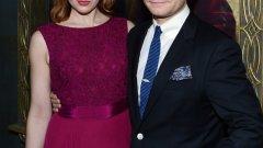 """Мартин Фрийман и Аманда Абингтън от """"Шерлок""""  Лицето на Мартин Фрийман ни гледа от големия екран, докато гледаме третата част на """"Хобит"""". И предишните две части на трилогията. Той успя да натрупа фенове още от 2010 година със сериала на BBC """"Шерлок"""". Доктор Уотсън е заедно с екранната си партньорка от сериала Аманда Абингтън  още от 2000 година."""