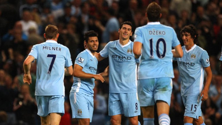 На 23 октомври мултимилионната селекция на Манчестър Сити разби с 6:1 съгражданите си от Юнайтед и оглави класирането във Висшата лига