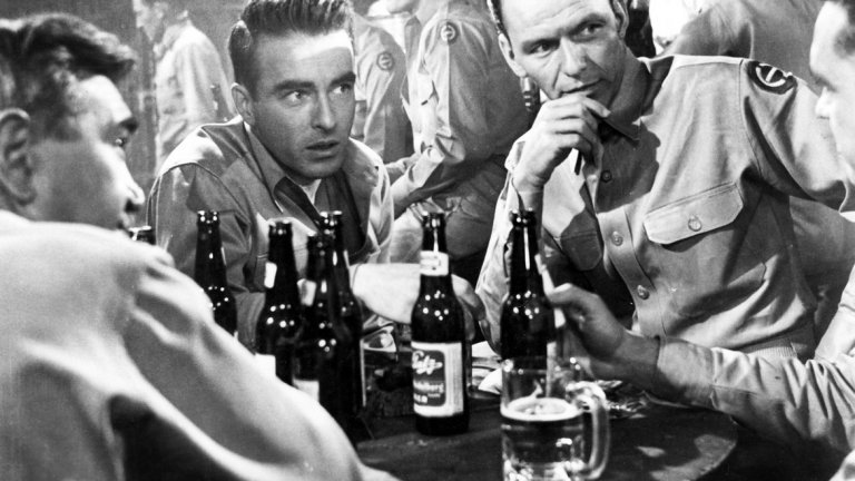 """Оттук до вечността / From Here to Eternity - 13 номинации през 1954 г.   Филмът с Бърт Ланкастър, Монтгомъри Клиф и младия Франк Синатра е една от легендите в историята на Холивуд. Създаден по романа на Джеймс Джоунс, """"Оттук до вечността"""" разказва за съдбата на трима войници, преживели бомбардировката на Пърл Харбър през 1941 г.   Академията го възнаграждава с 8 от 13-те номинации, включително за най-добър филм и най-добра поддържаща роля за Синатра."""