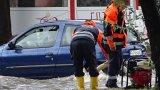 В Смолян две къщи останаха без покриви, улици са наводнени в Хасково